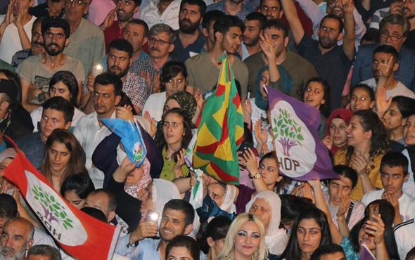 HDP mitinginde terör örgütü PKK propagandası