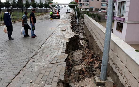 Edirne'deki yağışlar istinat duvarı yıktı