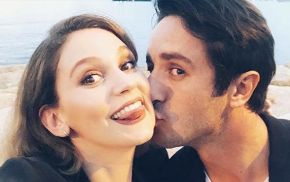 Romantizm doruklarda! Sevgilisini öpücüklere boğdu