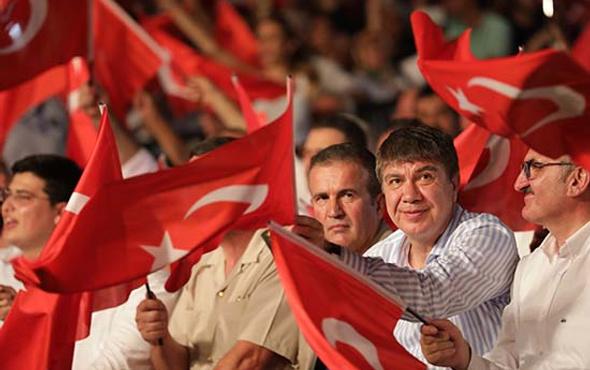 Antalya meydanlara sığmadı