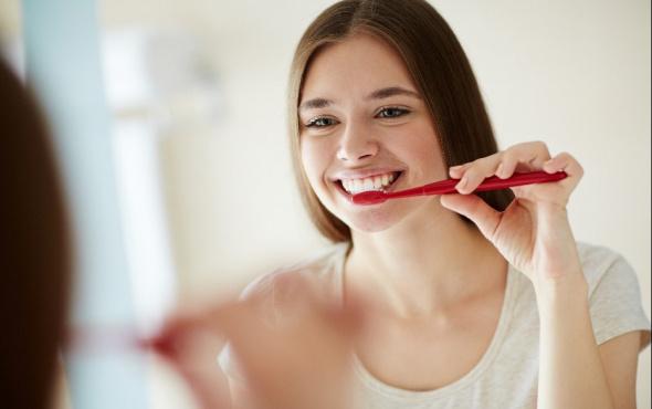 Günlük diş temizliği sırasında yapılan en önemli hatalar nelerdir?