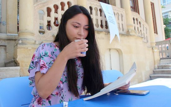 Kitap okuyana çay bedava