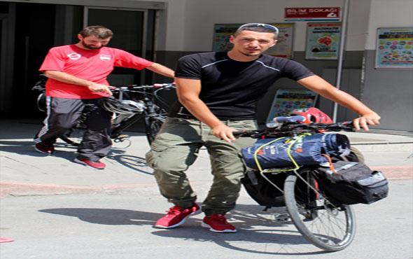 Bisikletle hacca gidiyorlar