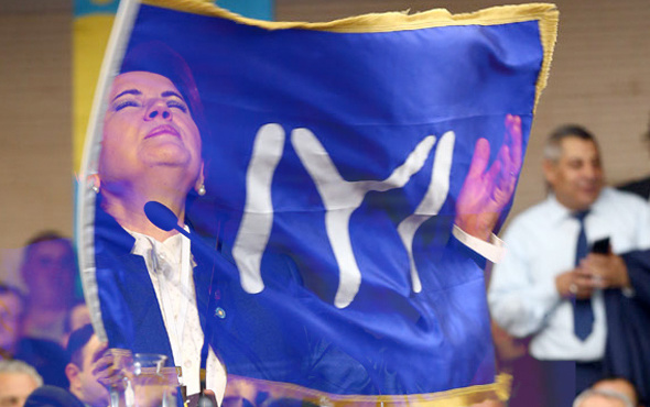 İYİ Parti'de istifa şoku 100 kişi birden...