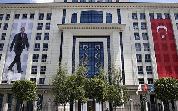 AK Parti'den belediyelere 17 maddelik tebligat