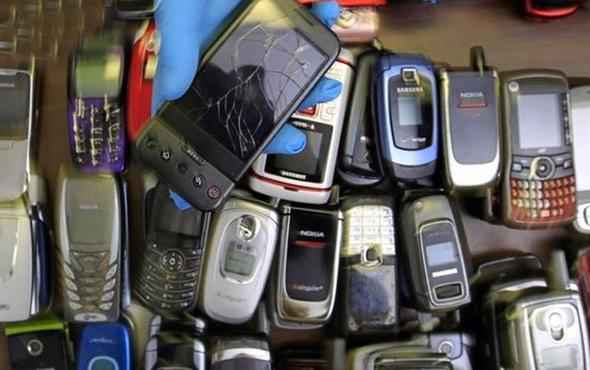 Akıllı olmayan cep telefonları moda oldu