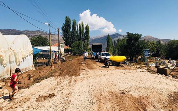 Büyükşehir Elmalı'da yaraları sarıyor