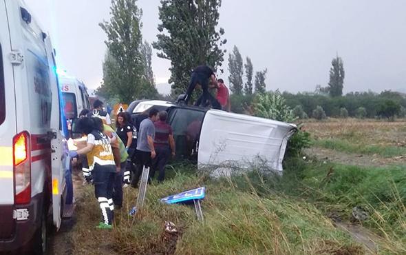 İzmir'de minibüs devrildi: Çok sayıda yaralı var!