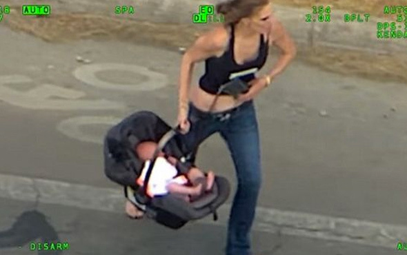 Bebeğine de acımadı! İşte dünyayı şoke eden görüntü