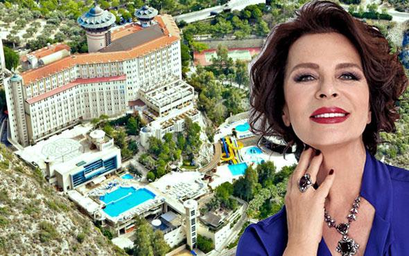 Hülya Koçyiğit'e büyük şok! İcra geldi 700 tatilci otelden çıkarıldı