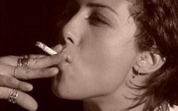 Kız öğrencilerin sigara bağımlılığı artıyor