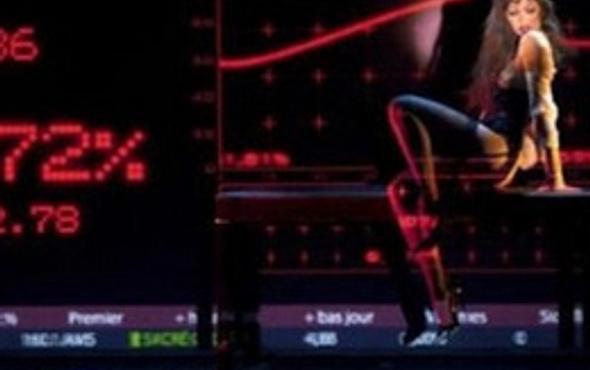 Evli kadınlar kameradan striptiz yapıyor