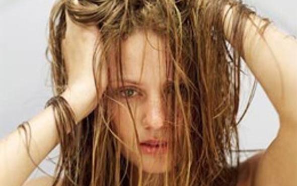 Yağlı saçlar için çözüm çok kolay