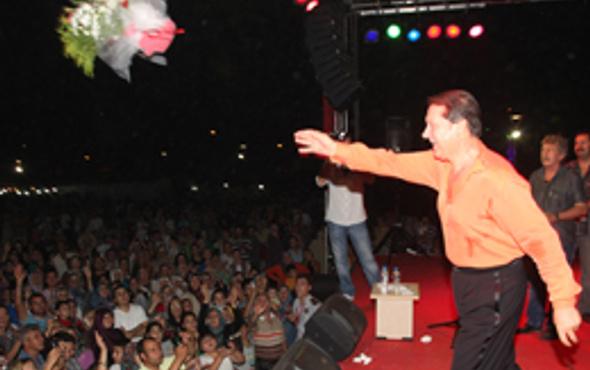 Ahmet Özhan'dan büyüleyen konser