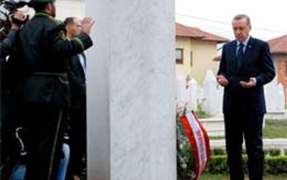 Erdoğan Bilge kralın mezarında