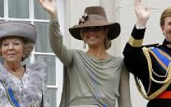 Hollanda: Kraliçe Beatrix tacı devrediyor