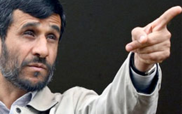 Ahmedinejad'tan Erbakan'a övgüler