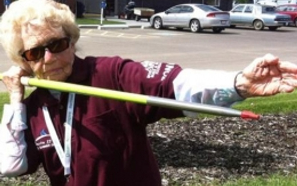 101 yaşındaki kadın cirit atmada yarışacak