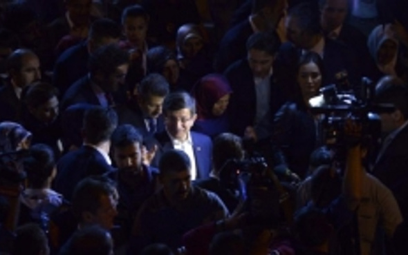 Davutoğlu'nun Van ziyaretine damga vuran an!