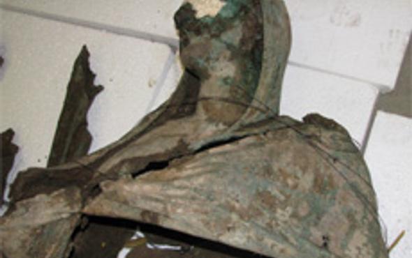 Paha biçilemeyen kadın heykeli