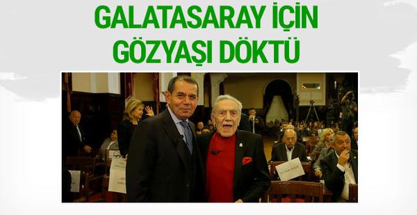 Aydemir Akbaş Galatasaray için gözyaşlarını tutamadı
