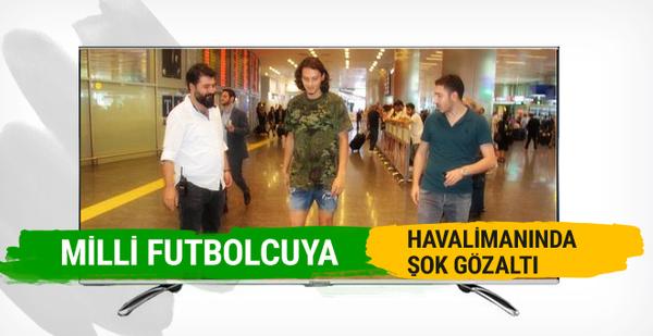 Milli futbolcu Enes Ünal'a havalimanında şok gözaltı