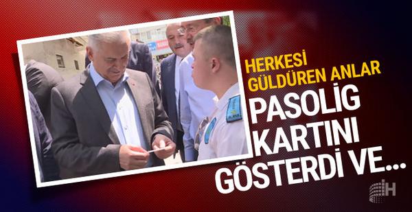 Başbakan Yıldırım'a Pasolig kartını gösterip güldürdü