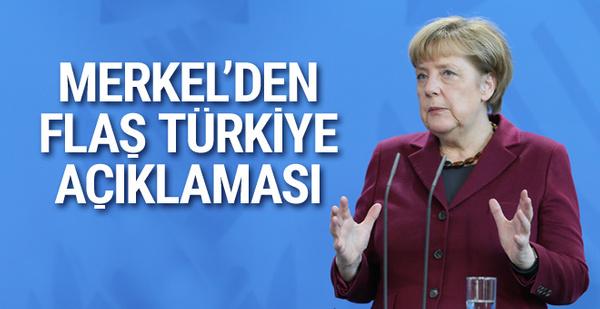 """Merkel'den Türkiye'ye """"silah ambargosu"""" açıklaması"""