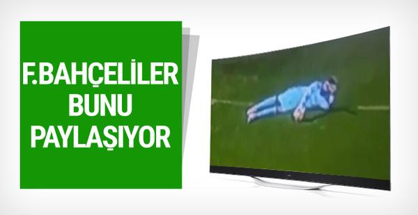 Fenerbahçeli taraftarlar galibiyeti bu resimle kutluyor