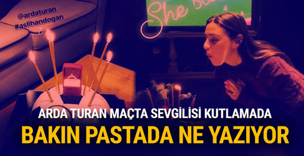 Arda Turan maçta sevgilisi kutlamada!