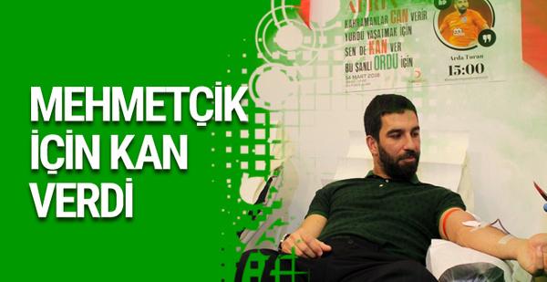 Arda Turan Mehmetçik için kan verdi
