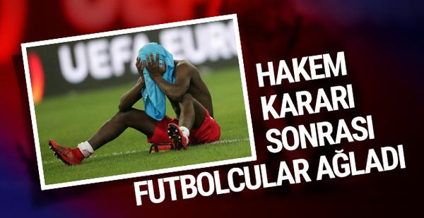 Hakem kararı sonrası futbolcular ağladı