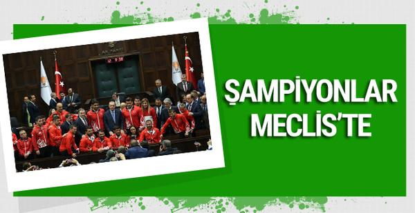 Cumhurbaşkanı Erdoğan şampiyon güreşçilerle görüştü