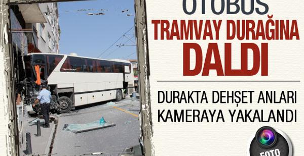 Otobüsün tramvaya daldığı an!