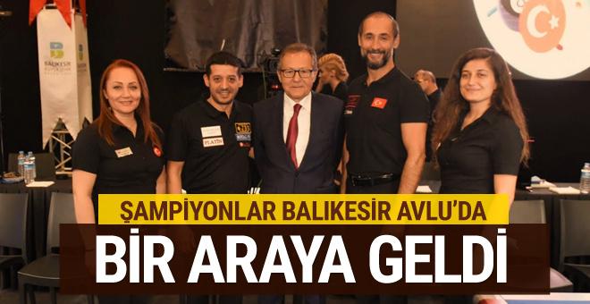 Dünya Şampiyonu bilardocular Avlu Balıkesir'de