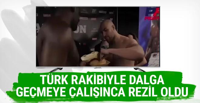 Türk rakibiyle dalga geçmeye çalışan boksör rezil oldu