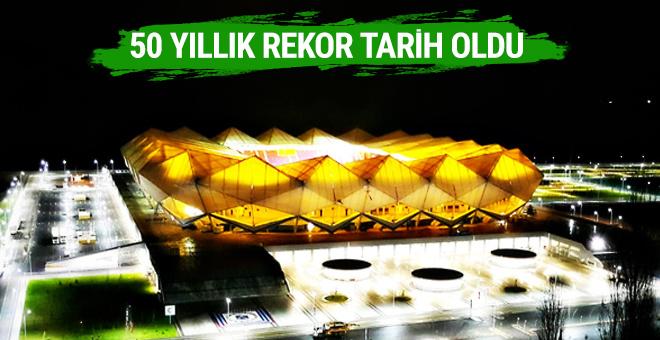 Trabzonspor yeni stadında seyirci rekoru