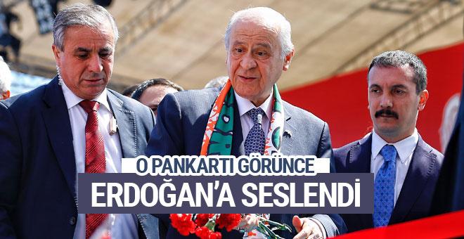 Bahçeli pankartı görünce Erdoğan'a seslendi!