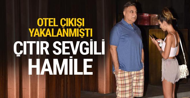 Mehmet Ali Erbil'in otel çıkışı yakalandığı genç sevgilisi hamile
