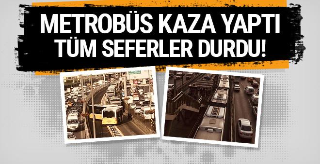 Metrobüs kaza yaptı: Tüm seferler durdu!