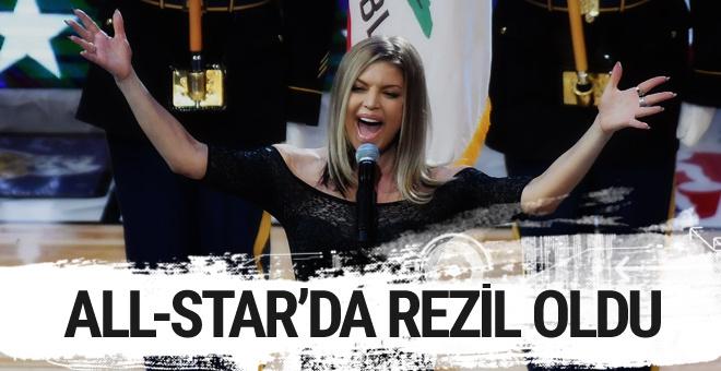 Fergie NBA All-Star'da ABD marşını söylerken rezil oldu