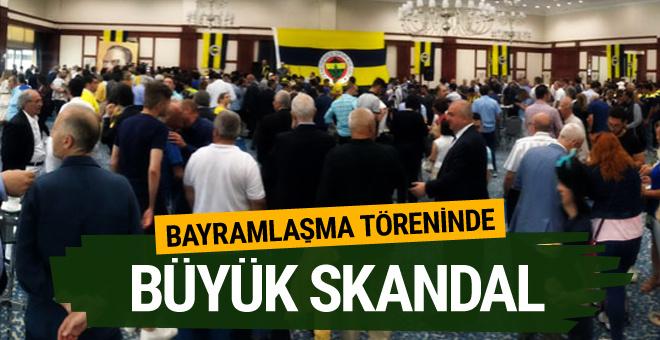 Fenerbahçe'nin bayramlaşma töreninde Galatasaray marşı