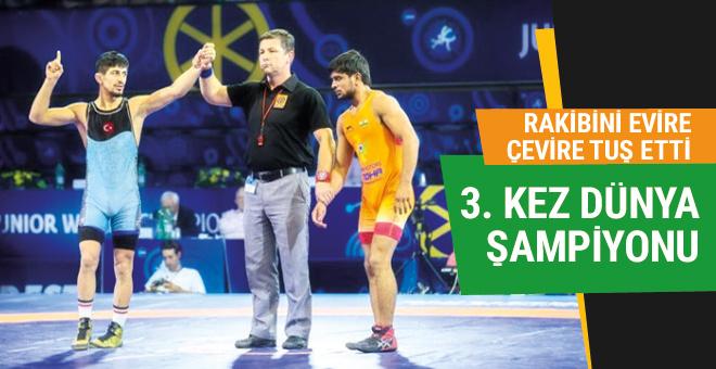 Genç Milli güreşçi Kerem Kamal 3. kez Dünya Şampiyonu