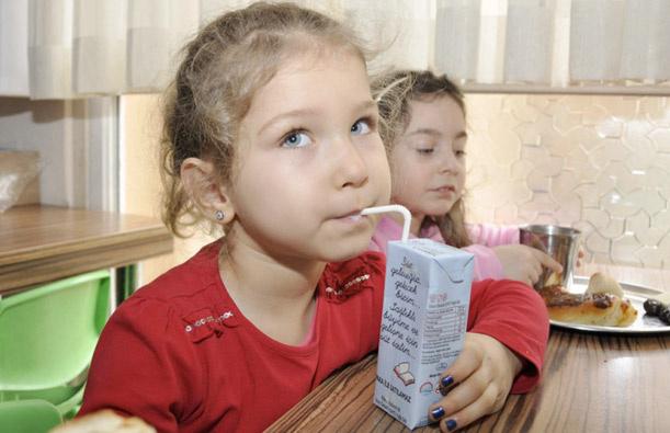 Okul sütlerini personel ve öğretmen taşımayacak