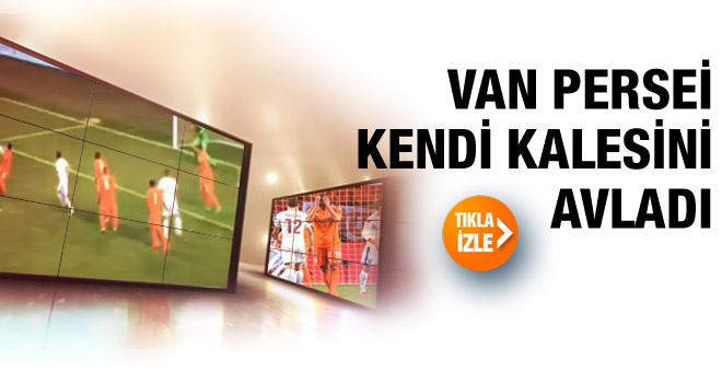 Van Persie kendi kalesine gol attı