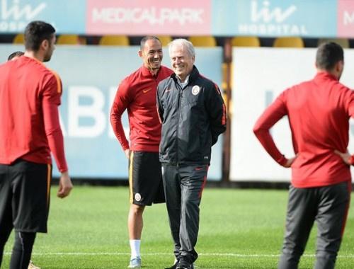 Mustafa Denizli Galatasaray'la ilk idmana çıktı