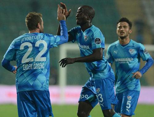 Bursaspor farklı kazandı gruplara kaldı