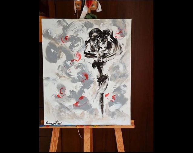 Göğüsleri ile resim yapıyor! İnanılır gibi değil