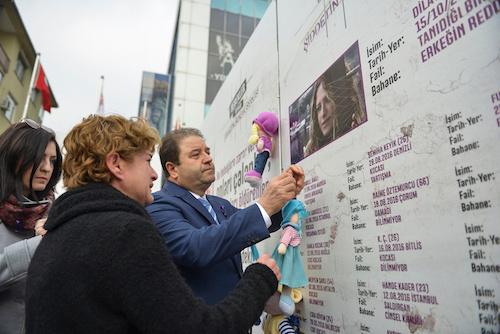 """""""Bebekler Duvarı"""" ile kadına şiddet protesto edildi"""