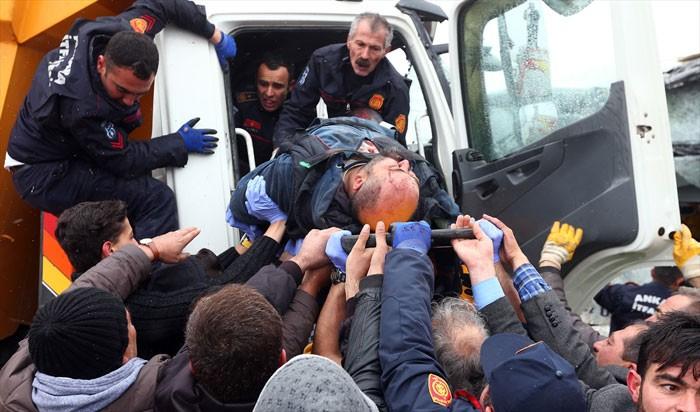 Ankara'da korkunç kaza! Şoförler 2 saat sonra...